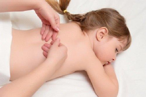 Beneficios de masajes infantiles